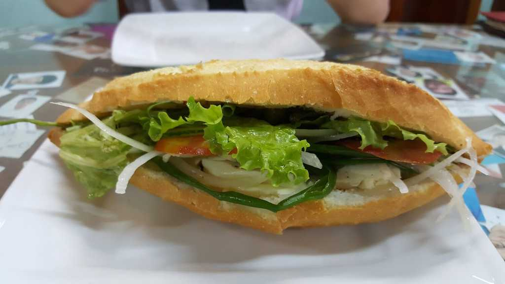 Banh mi oignons verts et fromage blanc
